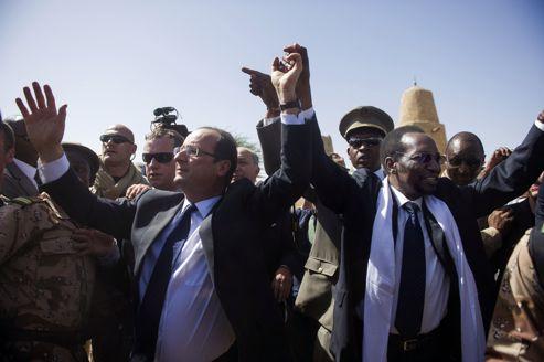 François Hollande s'est rendu, samedi 2 février, à Tombouctou et Bamako où, aux côtés du président par intérim Dioncounda Traoré , il a été accueillis la foule en liesse.
