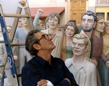 Raymond Mason devant l'une de ses oeuvres.