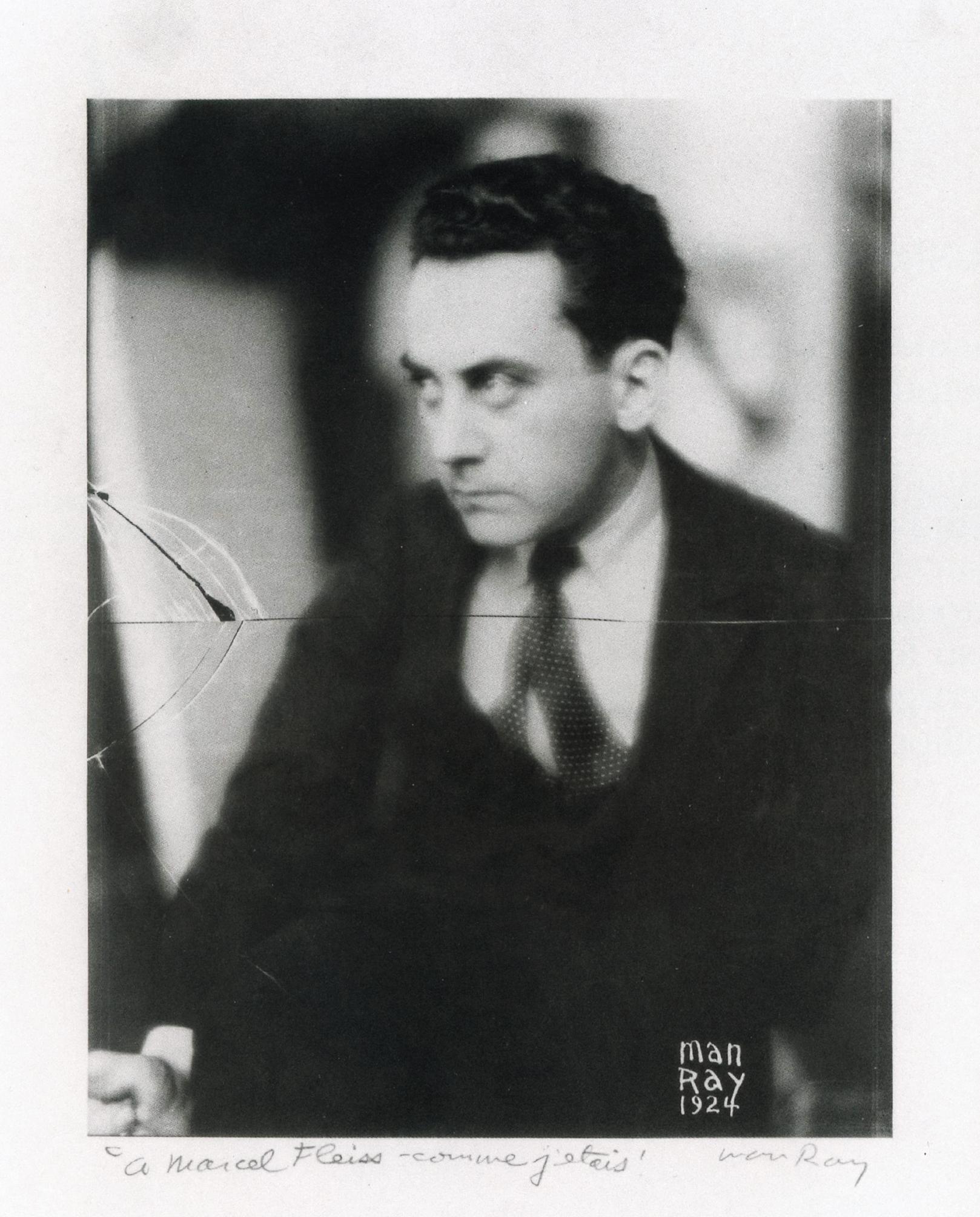 """Autoportrait de Man Ray, en 1924, dédicacé à Marcel Fleiss : """"A Marcel Fleiss, comme j'étais"""""""