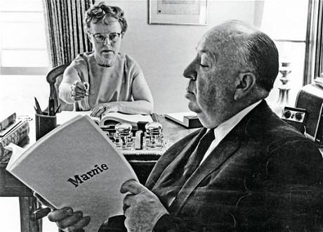 Alma Reville et Alfred Hitchcock, travaillant ensemble sur le scénario de Marnie.