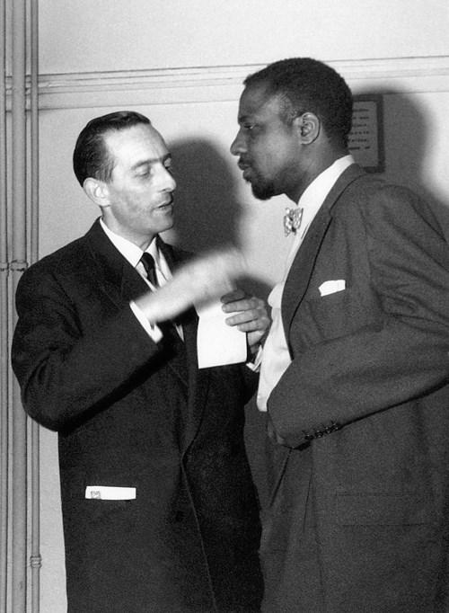 Charles Delaunay et Thelonious Monk, coulisses de la salle Pleyel, 1954