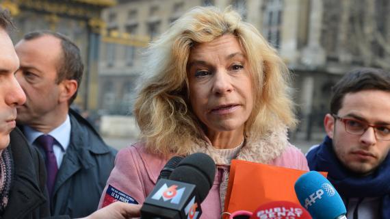 Frigide Barjot, représentante du mouvement de la Manif pour tous, devant le tribunal de Paris le 4 avril 2013
