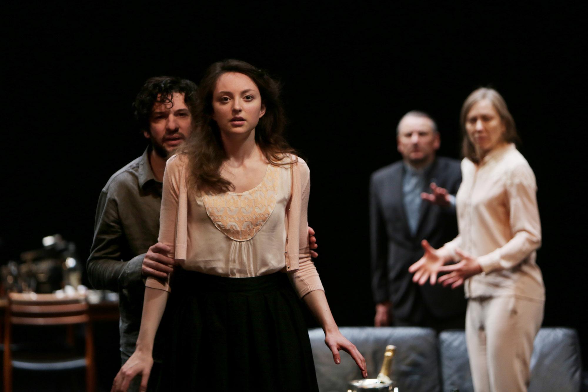 Eric Caravaca et Mélodie Richard dans Les Revenants © Mario Del Curto