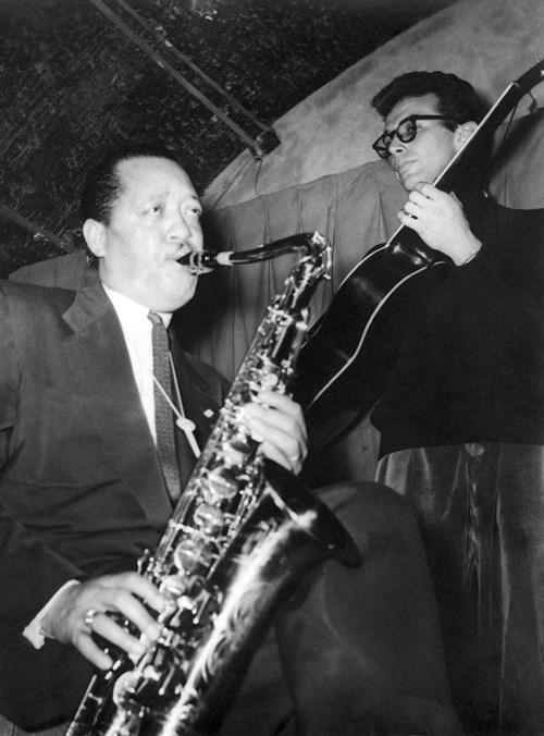 Lester Young et Jimmy Gourley, au Club Saint-Germain, Paris, 1954