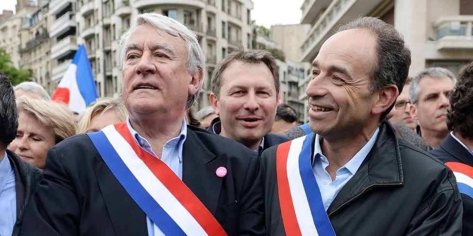 Le président de l'UMP Jean-Francois Copé et le député Claude Gloasguen se sont joint au défilé pour protester contre la loi sur la mariage homosexuel.