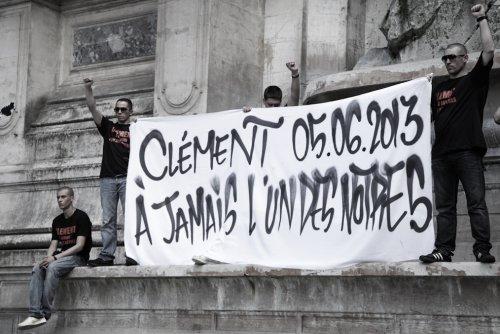 Banderole des militants de l'Action antifasciste Paris-banlieue à la fontaine Saint-Michel, le jeudi 6 juin 2013