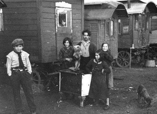 Une famille Rom, en 1937.