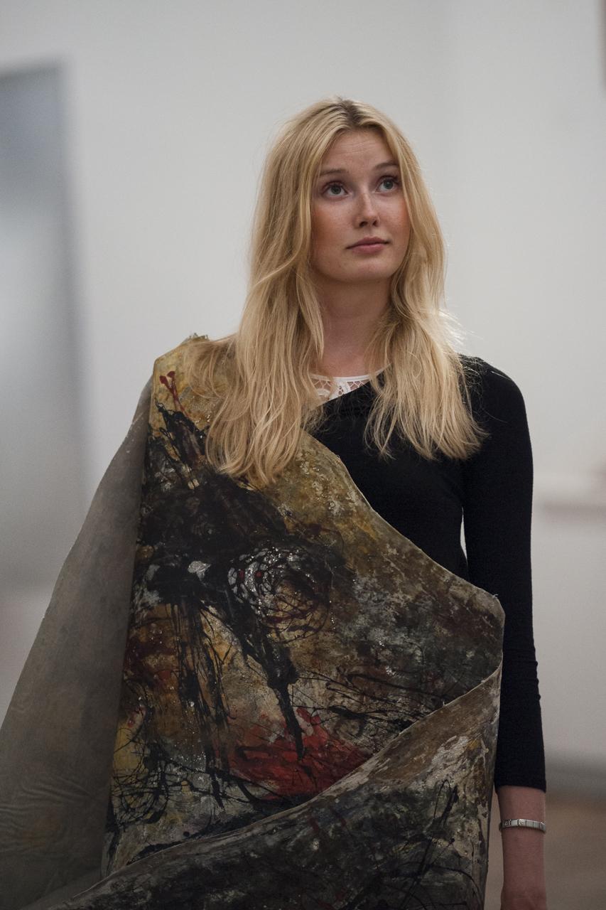 Toile de Giuseppe Pinot-Gallizio présentée sur Mannequin vivant, Fondation Maeght, Photo Yann Revol