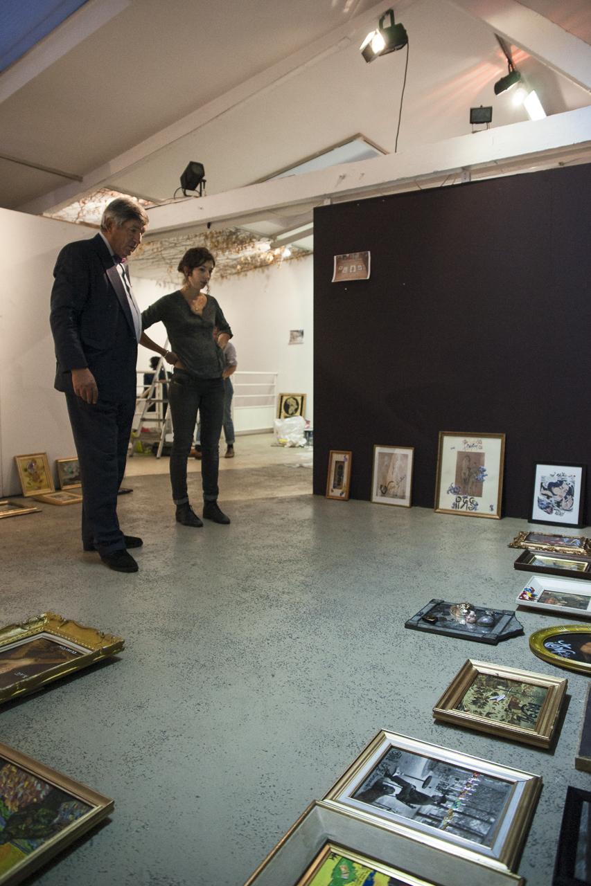 Ante Glibota, scénographe de l'exposition, et Léonore Chastagner, la commissaire. Photo : Yann Revol