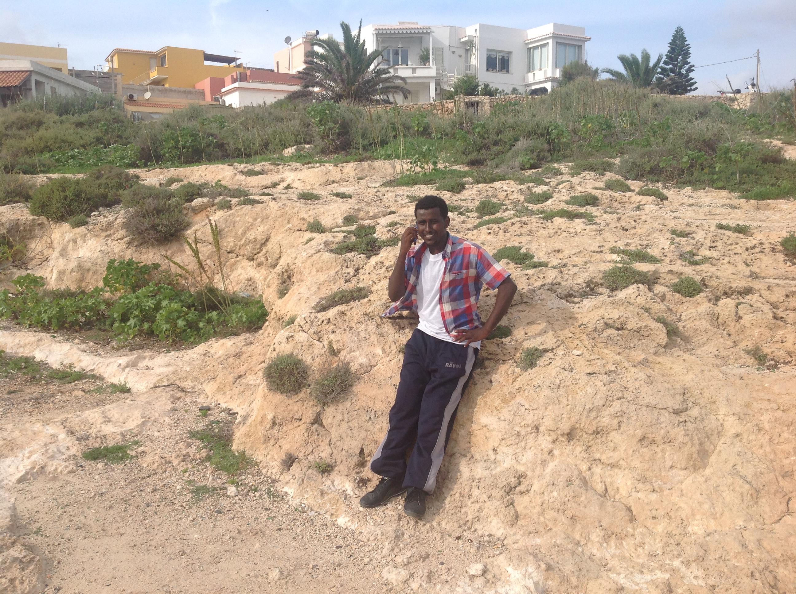 Mohamed, 20 ans, originaire d'Erythrée, survivant du naufrage au large de Lampedusa. Le 20 octobre 2013. Photo : François Dufour