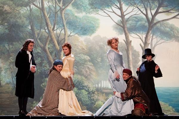 Paulo Szot (Guglielmo), Karine Deshayes (Dorabella), Anne-Catherine Gillet (Despina), Elza Van Den Heever (Fiordiligi) et Matthew Polenzani (Ferrando) ©Opéra national de Paris