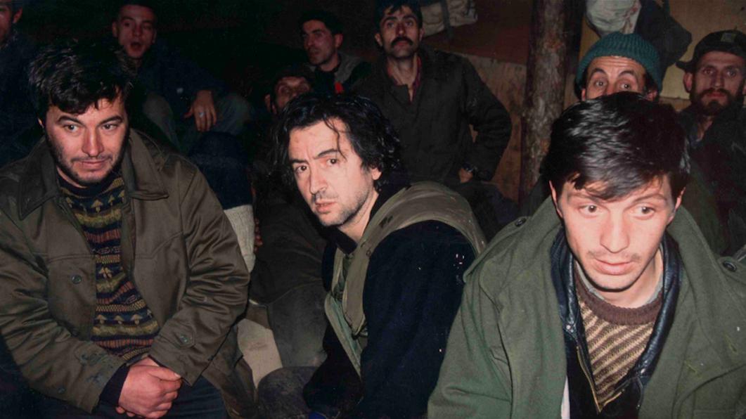 Bernard-Henri Lévy dans un bunker à Sarajevo, en décembre 1993