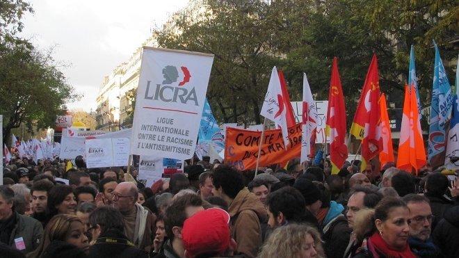 © PHILIPPE TRIAY/FRANCE TÉLÉVISIONS Dans le cortège de la Marche contre le racisme à Paris, le 30 novembre 2013