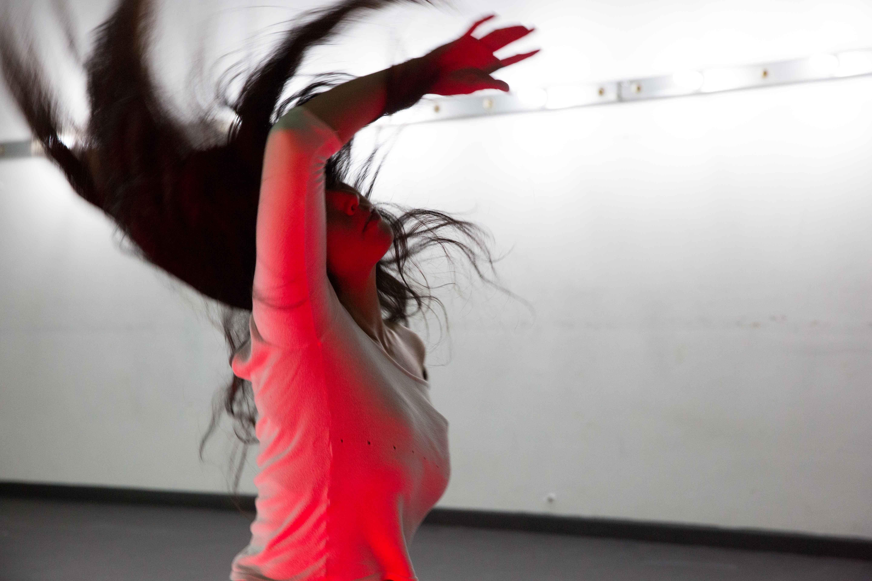 """Répétitions de """"Tira meu fôlego"""". Avec Elisa Ohtake. Photo : João Caldas"""