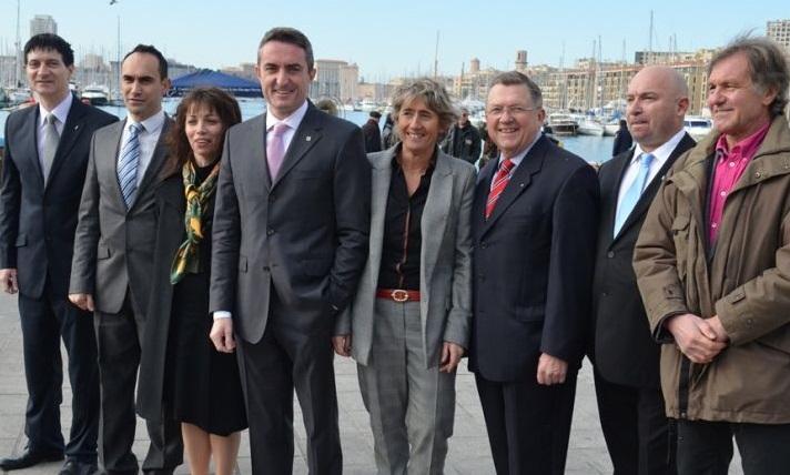 Les candidats FN dans les 8 secteurs de Marseille. Au centre, la tête de liste Stéphane Ravier.