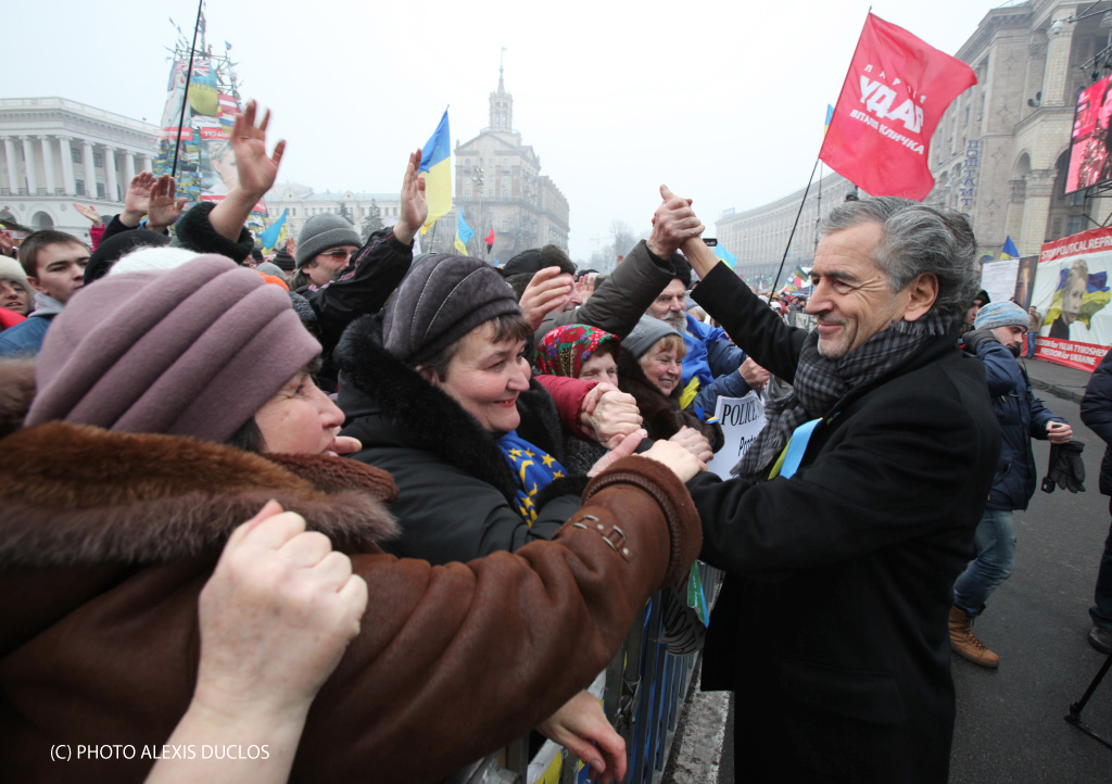 Bernard-Henri Lévy à Kiev lors de son discours sur la place Maïdan le dimanche 9 février 2014. © Alexis Duclos