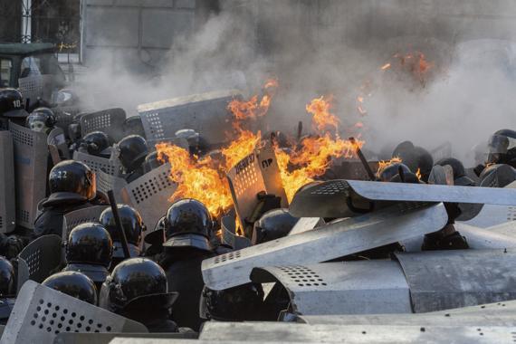 Nouveaux affrontements dans les rues de Kiev, 150 manifestants ont déjà été blessés, 6 personnes sont mortes dont 1 policier - REUTERS/Vlad Sodel