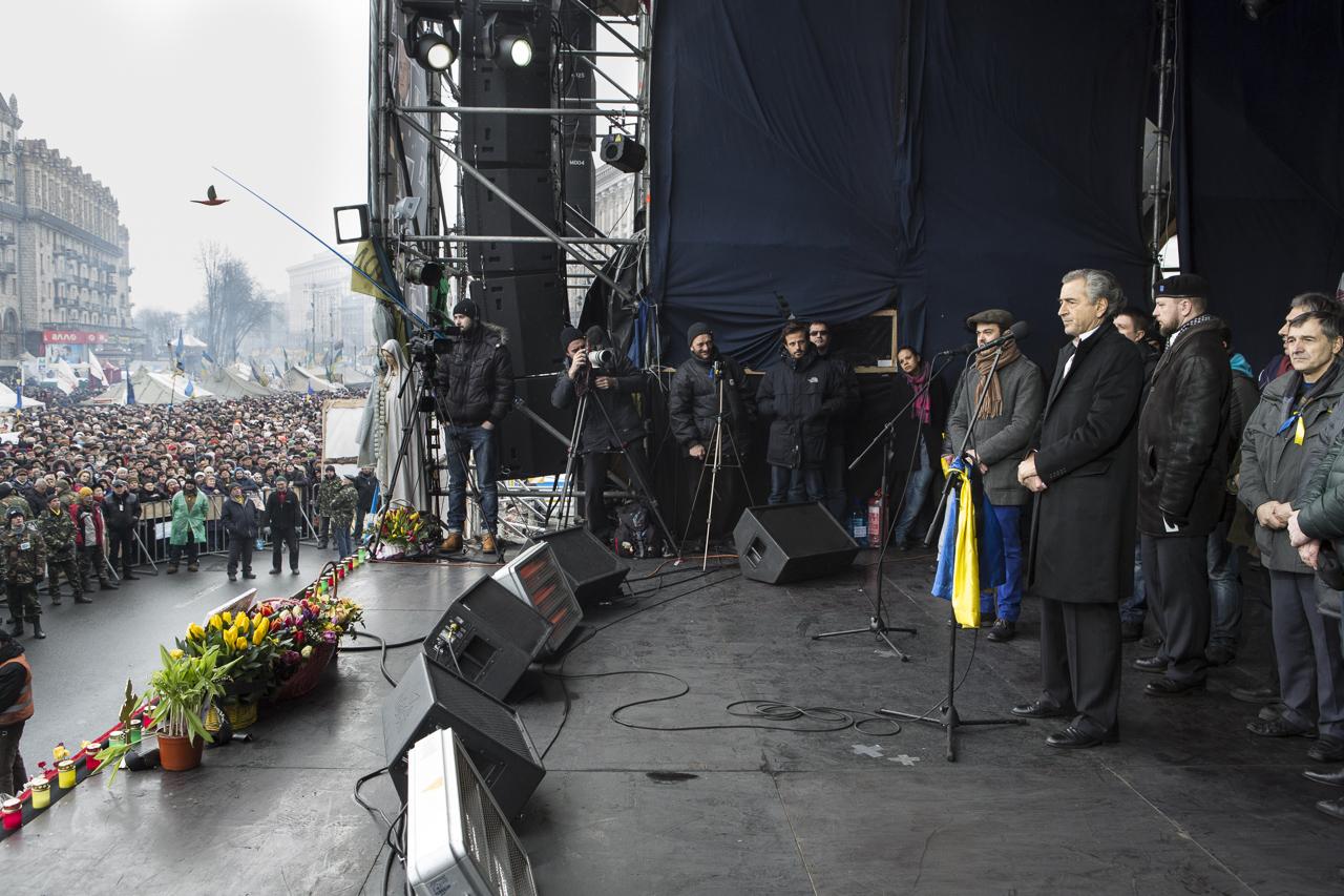 Bernard-Henri Lévy a prononcé un discours sur la place du Maïdan, le 2 mars 2014. © Yann Revol