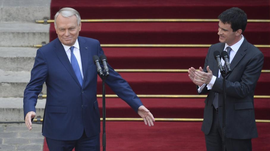Jean-Marc Ayrault et Manuel Valls lors de la passation de pouvoir à Matignon, le 1er avril 2014.