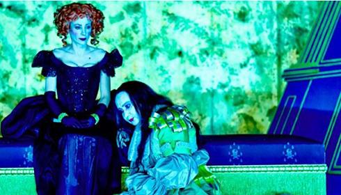 Julie Depardieu et Michel Fau dans Le Misanthrope au Théâtre de l'Œuvre © Marcel Hartmann