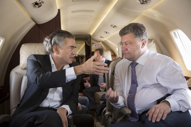 Bernard-Henri Lévy et Petro Porochenko lors de la campagne présidentielle ukrainienne 2014 dans la région de Dniepropetrovsk. Photo : Marc Roussel