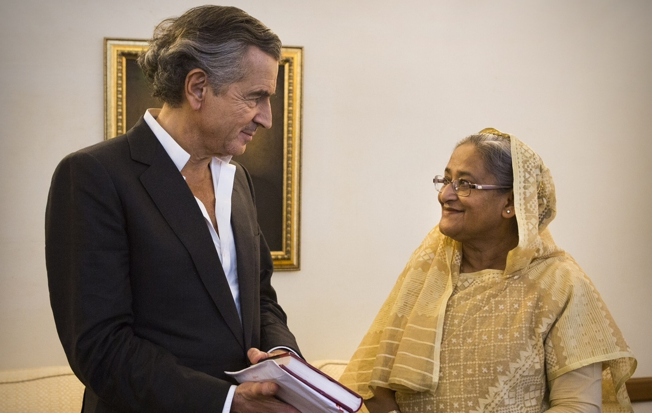 Bernard-Henri Lévy et Sheikh Hasina, la première ministre du Bangladesh. Avril 2014. Photo : Marc Roussel