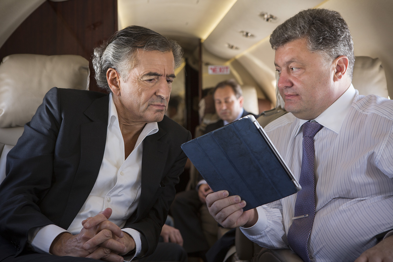 Bernard-Henri Lévy et Petro Porochenko, candidat à la présidentielle ukrainienne, lors de la campagne électorale 2014 dans la région de Dniepropetrovsk le 16 mai. Photo: Marc Roussel