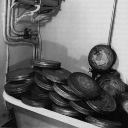 La baignoire de langlois pendant l'occupation de la France par le 3e Reich © Denise bellon