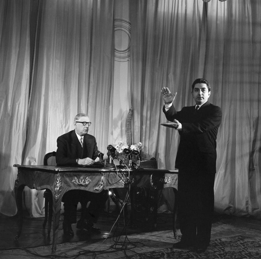 Préparatifs du discours de Charles De Gaulle à la télévision en présence de Jacques Anjubault, le 13 juin 1958 © INA