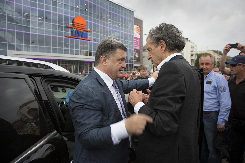 Petro Porochenko et Bernard-Henri Lévy lors de la campagne présidentielle 2014 dans la région de Dniepropetrovsk. Photo : Marc Roussel