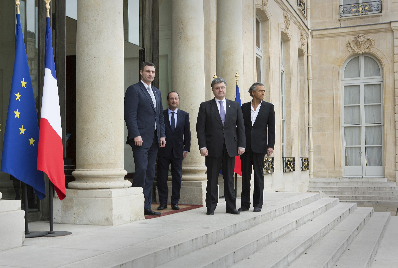 Vitali Klitschko, Petro Porochenko et Bernard-Henri Lévy lors de leur rencontre avec François Hollande à l'Elysée, le 7 mars 2014. Photo : Marc Roussel