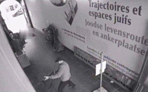 Image du tueur prise par la vidéosurveillance du Musée juif de Bruxelles et diffusée par la police.