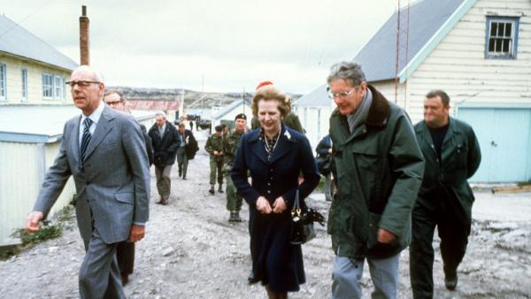 Margaret thatcher, en visite aux Malouines