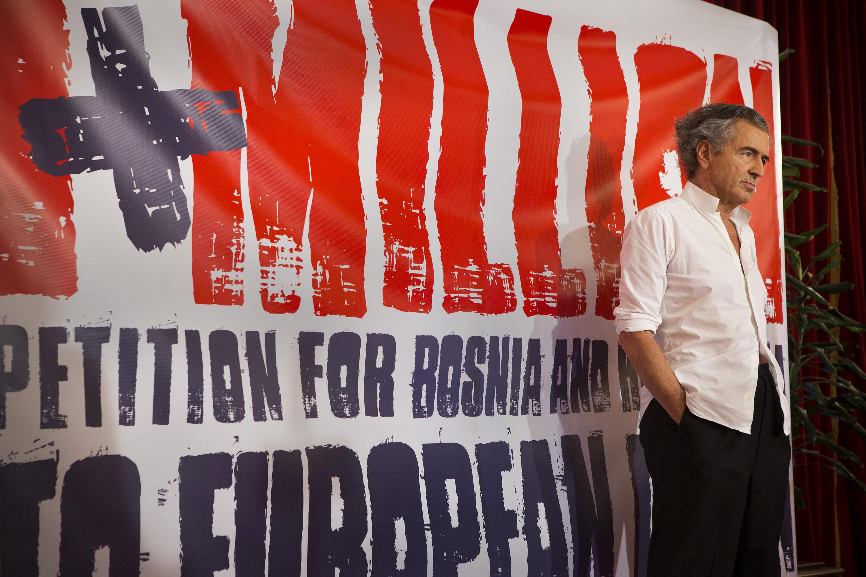 """Bernard-Henri Lévy lors du lancement de la pétition """"Un million pour la Bosnie"""""""