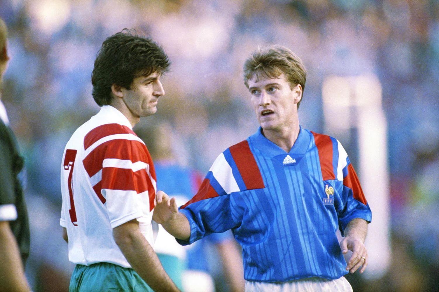 Grâce son but à la dernière minute lors de l'ultime match des éliminatoires pour la Coupe du Monde 1994, Emil Kostadinov prive la France de Didier Deschamps du Mondial américain.