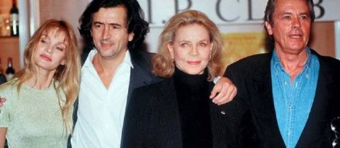 Arielle Dombasle, Bernard-Henri Lévy, Lauren Bacall et Alain Delon, en 1997. Sipa