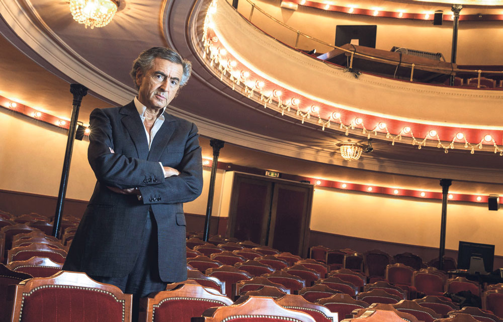 Bernard-Henri Lévy au Théâtre de l'Atelier, à Paris, où se joue actuellement sa pièce Hôtel Europe.