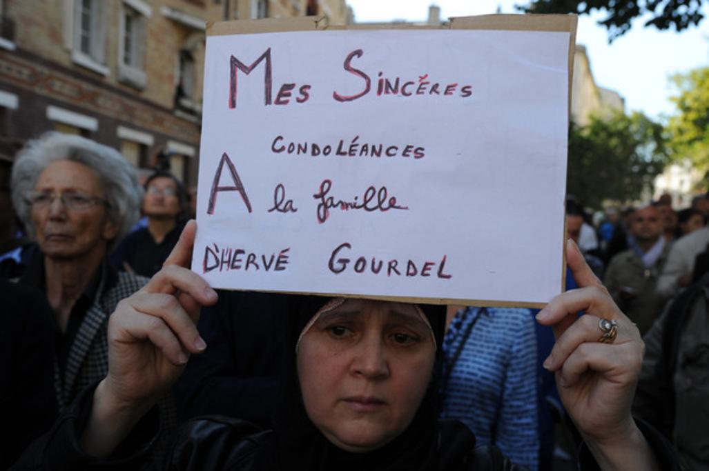 Rassemblement en hommage à Hervé Gourdel devant la Grande Mosquée de Paris, le 26 septembre.