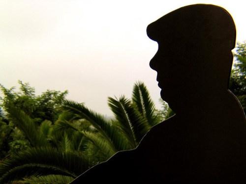 Pablo Neruda dans le jardin de La Sebastiana