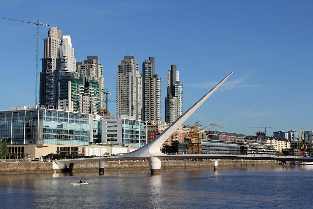 Les buildings de Puerto Madero, le jeune quartier des affaires de Buenos Aires, situé au bord du Rio de la Plata.