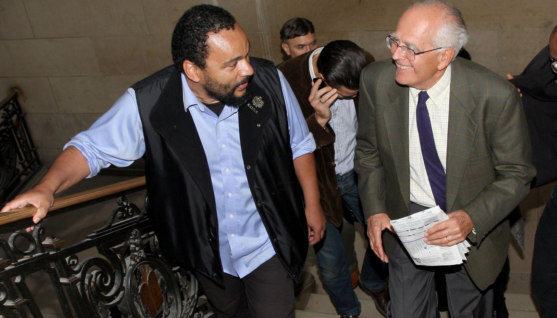 Dieudonné et Robert Faurrisson au Palais de Justice.