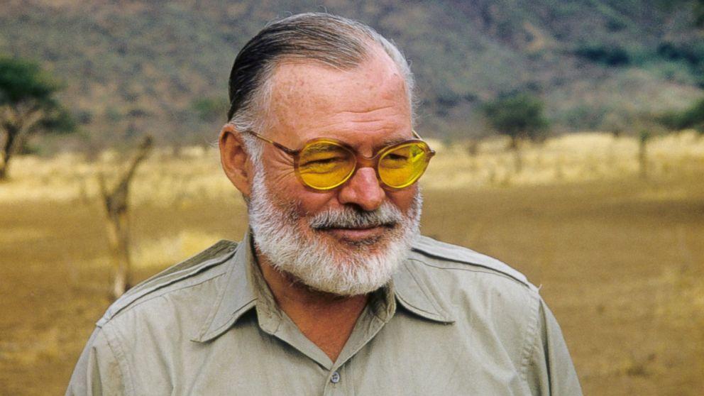 Ernest Hemingway en 1952, au Kenya
