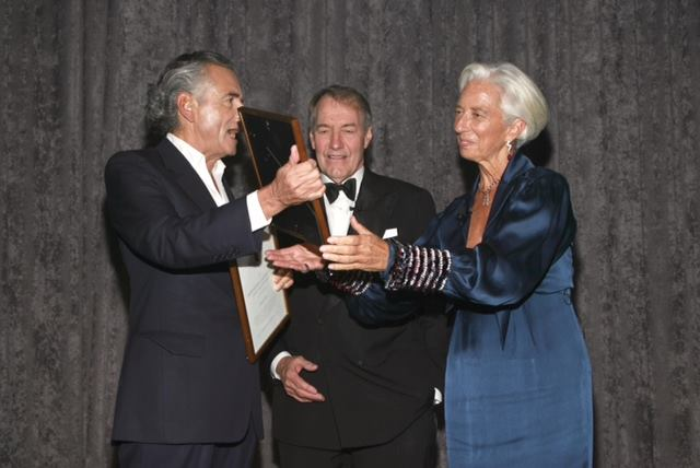 Bernard-Henri Levy, Charlie Rose et Christine Lagarde lors du Gala inaugural de l'Hermione-Lafayette à New York, le 14 octobre 2014