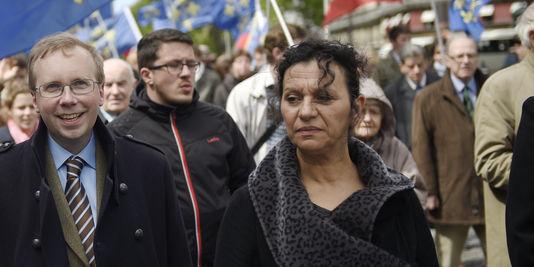 """Farida Belghoul défilait aux côtés de Civitas le 11 mai dernier à Paris, pour """"bouter la théorie du genre hors de France""""."""