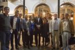 Après la représentation, des militants kurdes et français (Bernard Schalscha et Jacques Berès) avec Bernard-Henri Lévy - Photo : Marc Roussel