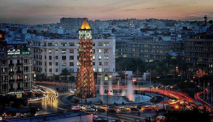 L'horloge de la place du 14 Janvier 2011, à Tunis