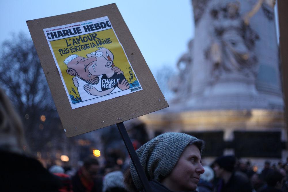 Sur la place de la République, lors du rassemblement en l'honneur de Charlie Hebdo, le mercredi 7 janvier 2015.
