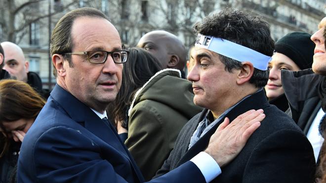Le président a été la cible, ce dimanche, d'un pigeon lors de la manifestation en soutien à Charlie Hebdo.