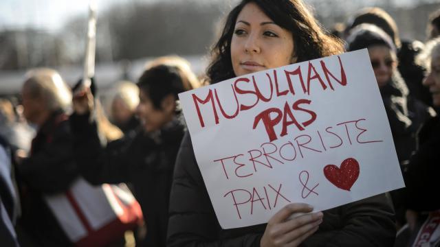 Lors d'une manifestation en hommage à Charlie Hebdo.
