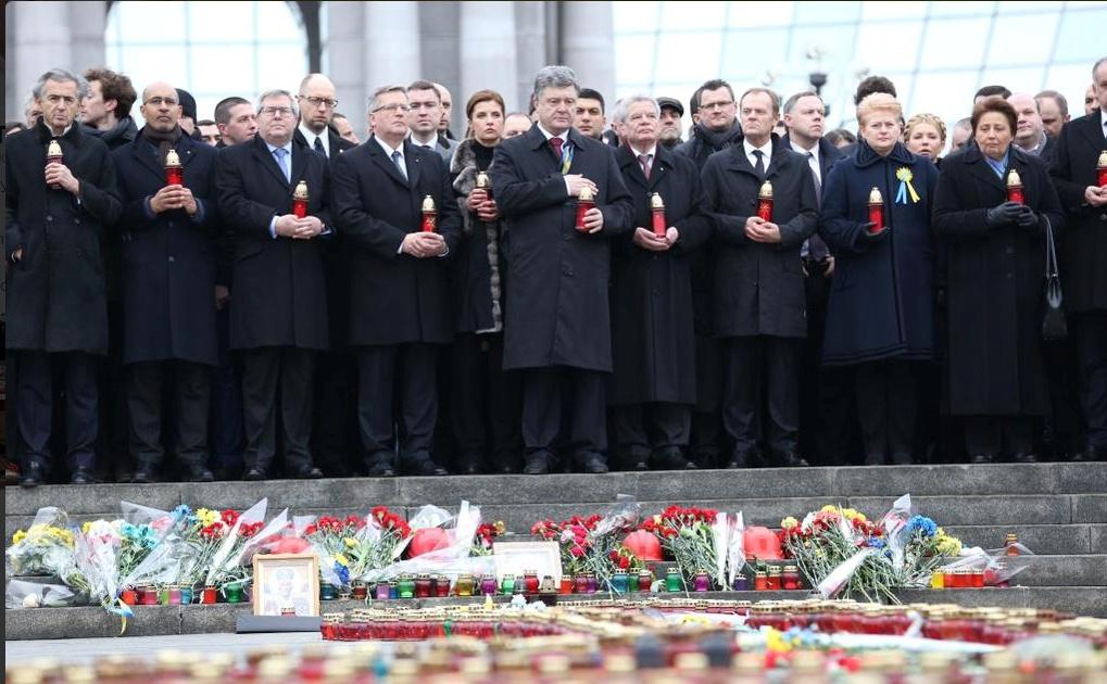 Bernard-Henri Lévy, Harlem Désir, Petro Porochenko réunis pour l'anniversaire de la révolution du Maïdan, ce samedi 21 février 2015 à Kiev.